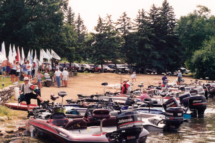 A gathering of competitors boats at a bass tournment wheigh-in site